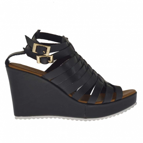 Woman's platform strap sandal with intertwined straps in black leather wedge 9