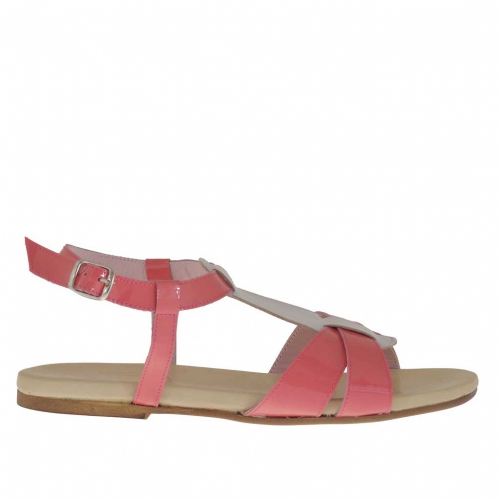 Woman's sandal in fucsia and creme coloured patent leather