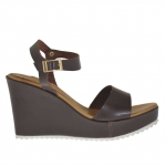 Woman's strap sandal in dark brown leather with platform and  wedge 9