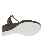 Sandale pour femmes en cuir brun foncé avec courroie, plateforme et talon compensé 9 - Pointures disponibles:  42