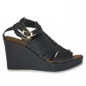Sandale pour femmes avec plateforme et courroies entrecroisés en cuir vert sapin talon compensé 9