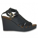 Woman's platform strap sandal with intertwined straps in forest green leather wedge 9