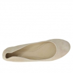 Woman's ballerina shoe in sand suede