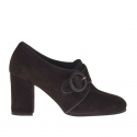 Closed woman's shoe with buckle in dark brown leather and suede heel 7