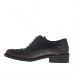 Woman's laced and high-fronted Oxford shoe in maroon and black brush-off leather heel 3