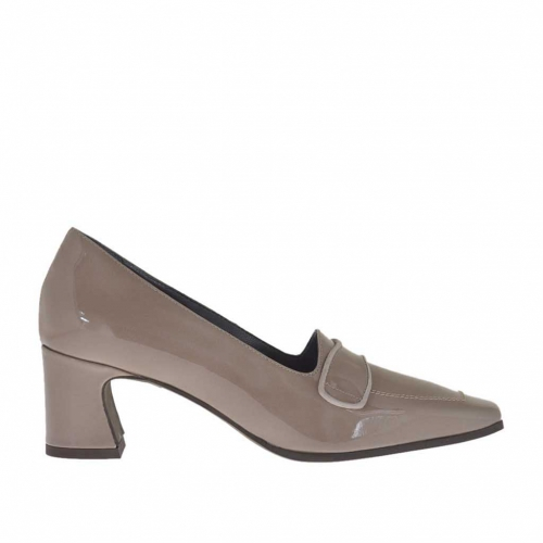 Woman's closed shoe in taupe patent leather heel 5 - Available sizes:  43, 44