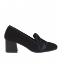 Woman's closed shoe with button in black suede and leather heel 5