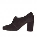 Chaussure fermée pour femmes avec boucle en cuir et daim brun foncé talon 7 - Pointures disponibles:  42, 44