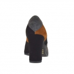 Woman's pump in black, tabacco brown and grey patchwork suede heel 8