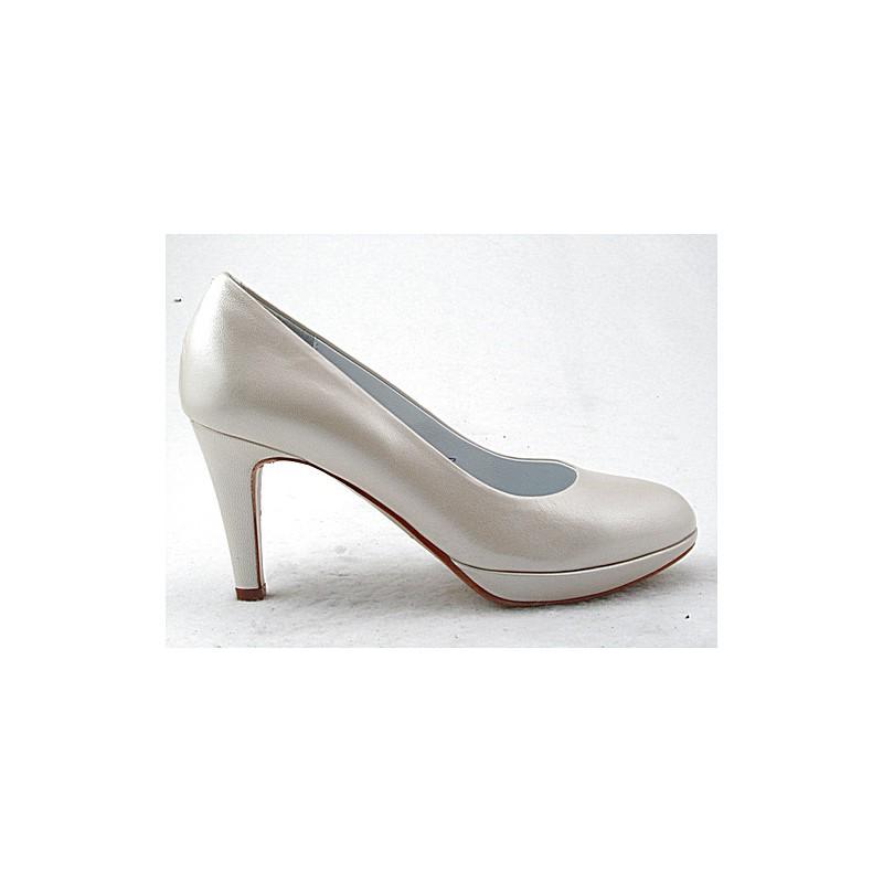 Zapato de salon con plataforma en piel de color marfil perlado tacon 8 - Tallas disponibles:  32, 46