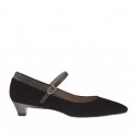 Woman's pump in black suede and grey lacquered patent leather with strap heel 3