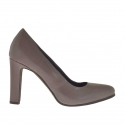 Woman's pump in taupe leather with inner platform heel 9