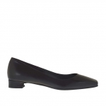 Woman's pump shoe in black leather heel 1.5 - Available sizes:  33, 43