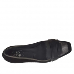 Woman's closed shoe in black leather and suede and silver laminated leather heel 1.5