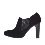 Woman's ankle-high platform shoe with elastic band in black suede and leater heel 9