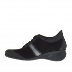 Woman's laced sports shoe in black leather, suede and patent leather and gunmetal leather wedge 5