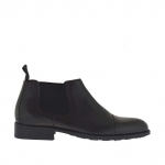 Man's high-fronted shoe with rubber bands and captoe in black leather and brush-off leather - Available sizes:  46