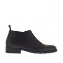 Chaussure fermée pour hommes avec elastiques et bout droit en cuir et cuir brossé noir
