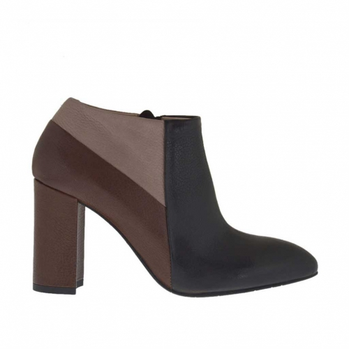 Woman's closed shoe in black, brown and beige leather with zipper heel 9 - Available sizes:  42
