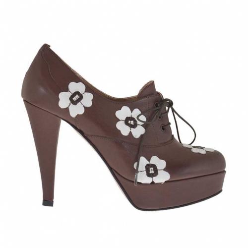 Chaussure à lacets pour femmes en cuir marron avec fleurs blanches et plateforme talon 10 - Pointures disponibles:  31, 32, 42, 43