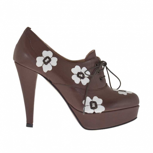Woman's high-fronted platform laced pump in brown leather with white flowers heel 10 - Available sizes:  31, 32, 42, 43