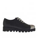 Chaussure avec lacets decoratifs pour femmes en cuir noir avec embout en cuir verni argent talon compensé 3