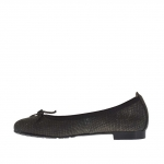 Woman's ballerina shoe with bow in printed gunmetal leather