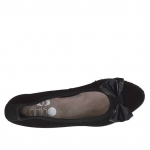 Woman's ballerina shoe in black suede with bow in black patent leather heel 2