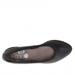 Woman's ballerina shoe in black leather heel 2