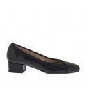 Woman's pump in black patent leather heel 3
