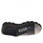 Woman's shoe with decorative laces in black leather with toecap in silver patent leather wedge heel 3