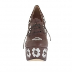 Woman's high-fronted platform laced pump in brown leather with white flowers heel 15