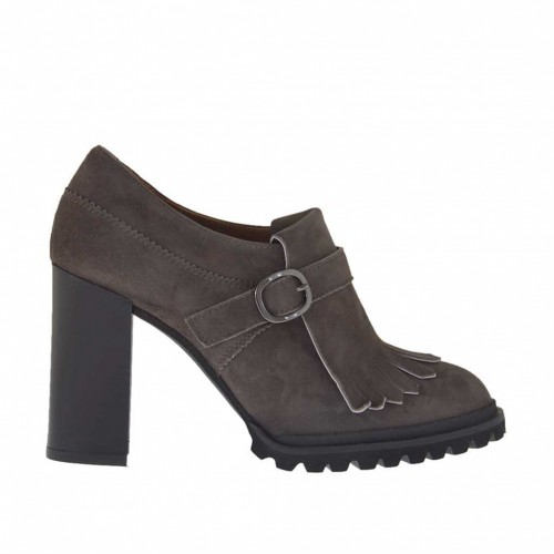 Woman's high-fronted shoe with fringes and buckle in taupe suede heel 9 - Available sizes:  43