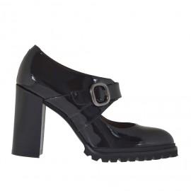 Scarpa accollata da donna con fibbia e cinturino in vernice nera tacco 9 - Misure disponibili: 42, 43