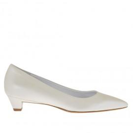Damenpump aus perlig-elfenbeinfarbenem Leder Absatz 3 - Verfügbare Größen:  33, 34, 46