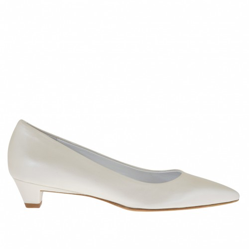 Woman's pump in pearly ivory leather heel 3 - Available sizes:  33, 34, 46
