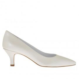 Zapato de salón para mujer en piel marfil perlado tacon 5 - Tallas disponibles:  34, 45