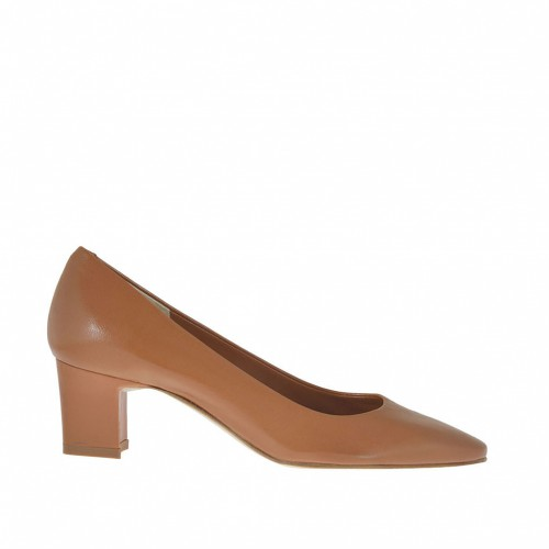 Woman's pump in tobacco brown leather heel 5 - Available sizes:  45, 46