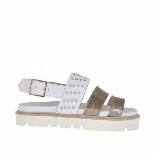 Sandale pour femmes avec goujons en cuir blanc et cuir lamé bronze à canon talon compensé 2 - Pointures disponibles:  32