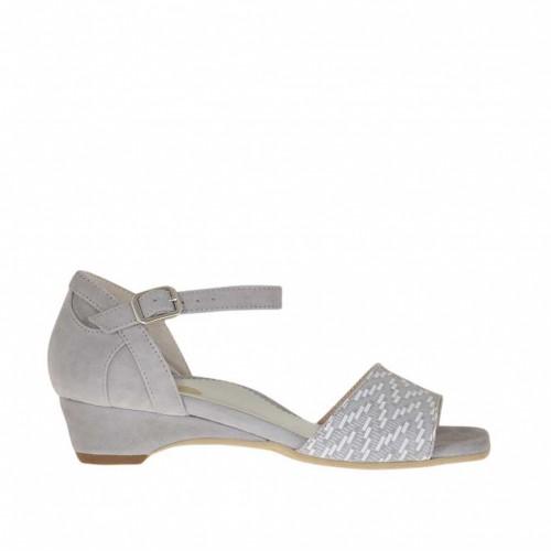 Escarpin ouvert pour femmes avec courroie en daim gris et imprimé optique géométrique blanc talon compensé 3 - Pointures disponibles:  46