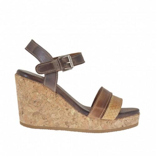 Sandale avec courroie pour femmes en cuir marron, brun et camel imprimé avec plateforme et talon compensé en liège 8 - Pointures disponibles:  45