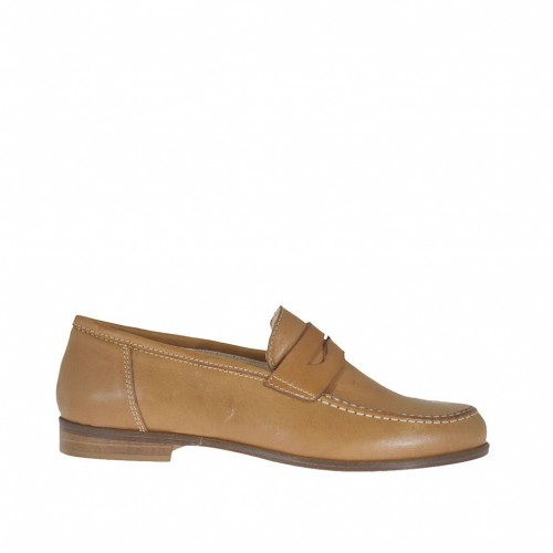 Woman's mocassin in tan leather heel 1,5 - Available sizes:  32, 45