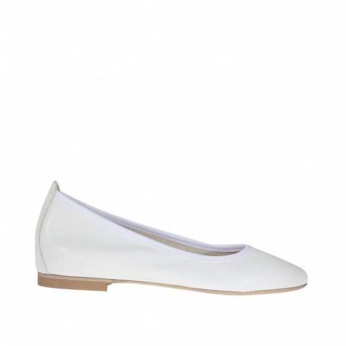 Chaussure ballerine avec bout pointu pour femmes en cuir verni blanc talon 1 - Pointures disponibles:  45