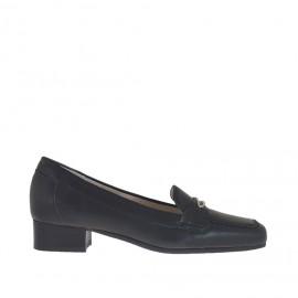 Damenmokassin aus schwarzem Leder mit metallischem Accessoire Absatz 3 - Verfügbare Größen: 46
