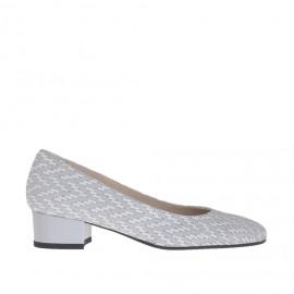 Zapato de salon para mujer en gamuza gris perla y estampada blanca efecto óptical con tacon barnizado 3.5 - Tallas disponibles:  42, 44