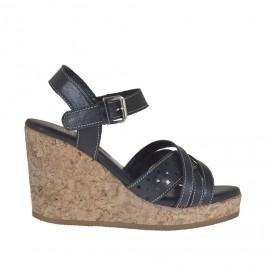 Sandalo da donna con cinturino in pelle e pelle forata nera con plateau e zeppa 8 in sughero - Misure disponibili: 42
