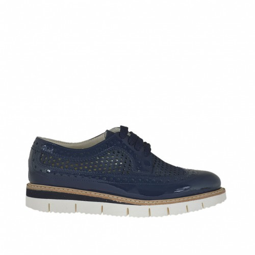 Woman's laced Oxford shoe in blue pierced nubuck leather and patent leather wedge heel 2.5 - Available sizes:  32