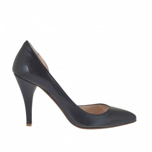 Escarpin pour femmes avec découpes assymétriques en cuir noir talon 8 - Pointures disponibles:  31, 43