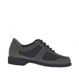 Zapato deportivo con cordones para hombre en piel nabuk de color gris y piel perforada negra - Tallas disponibles:  36