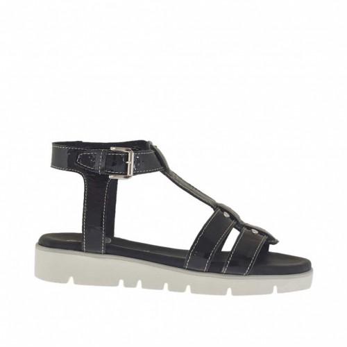 Sandale pour femmes avec courroie et goujons en cuir verni noir talon compensé 2,5 - Pointures disponibles:  34